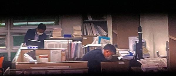고위공직자범죄수사처(공수처) 수사관들이 10일 '검찰 고발 사주' 의혹 관련해 서울 영등포구 국회의원회관에 있는 김웅 국민의힘 의원실을 압수수색하고 있다. 공동취재사진